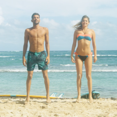 sauts échauffement surf sur la plage