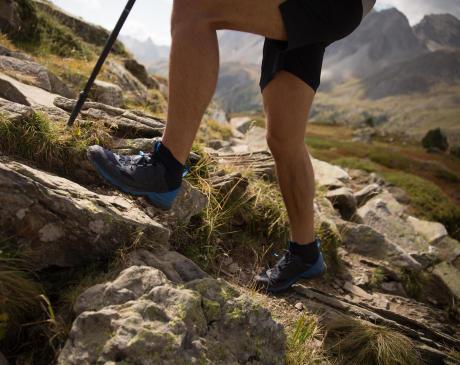 迪卡儂疾速登山鞋FH900