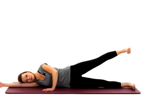 A elevação de pernas lateral, exercício de pilates - conselhos desporto DECATHLON
