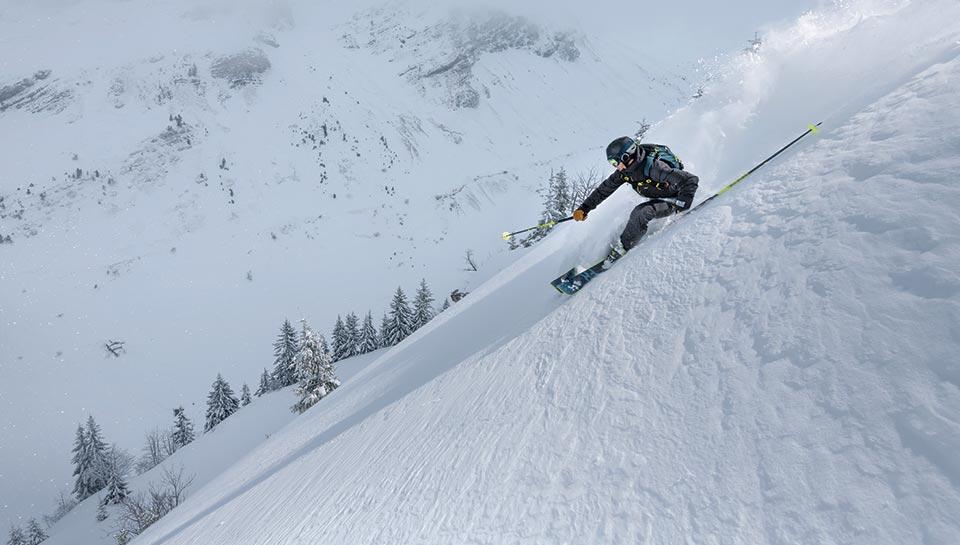 Je m'échappe du domaine skiable pour chercher la poudreuse