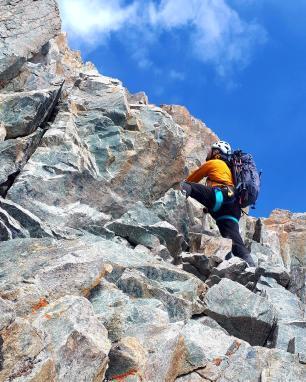 Onstabiele rotsen naar believen! Voorzichtigheid is op zijn plaats…
