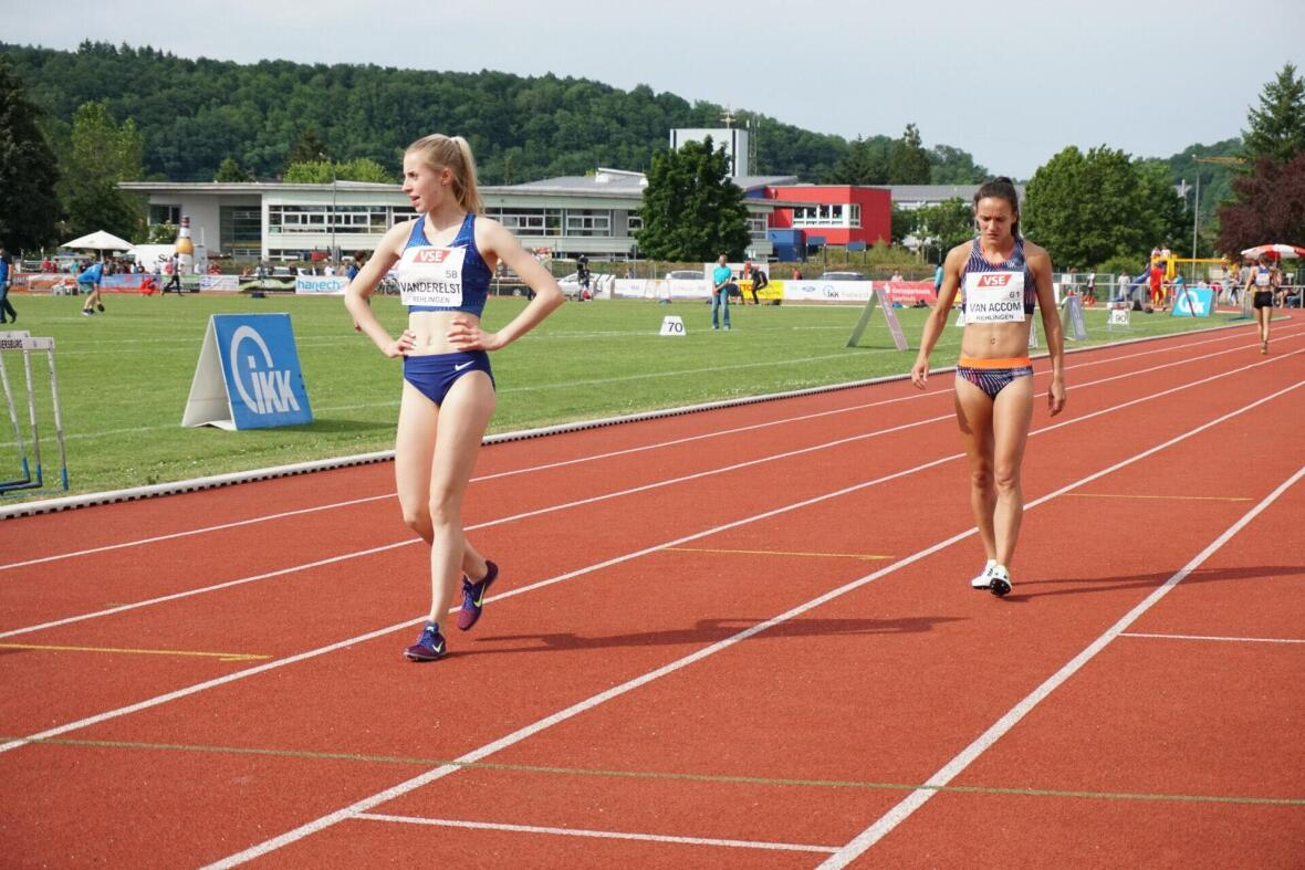 Atletiek atlete Sofie (rechts)