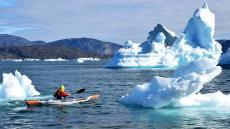 groenland-icebergs-with-infltable-x500-strenfit-kayak-itiwitr