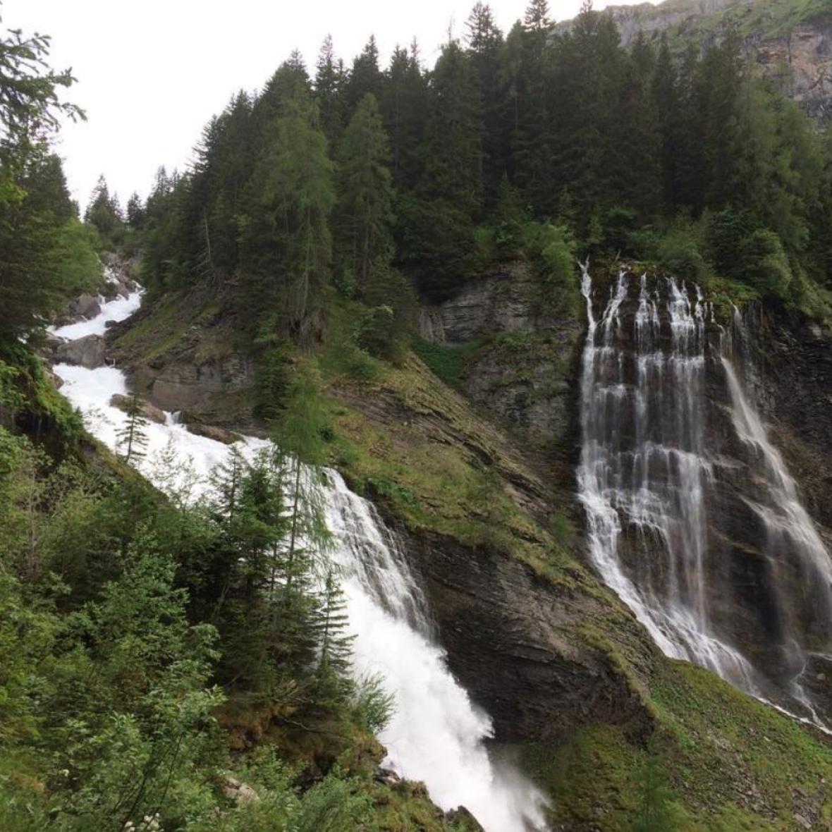 photo trek lac d'anterne avec cascades sur le chemin