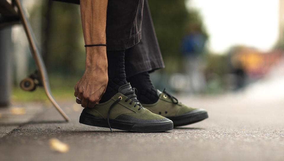 Les chaussures résistantes et vulcanisées