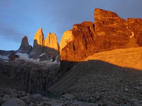 lever de soleil sur torres del paine patagonie trek au chili