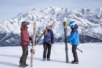 les astuces de wedze pour accrocher ses skis ensemble