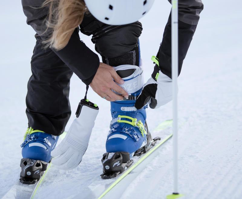 bien serrer les crochets des chaussures de ski - titre