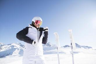Rinnovare l'idrorepellenza della giacca da sci con sci e snowboard Wedze