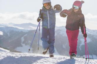 Vestire bene un bambino per lo sci