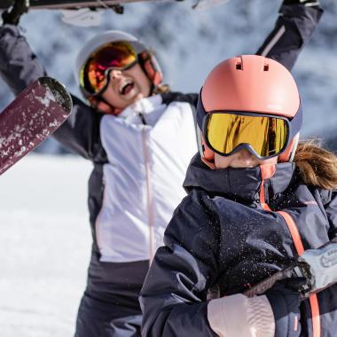 Comment bien habiller un enfant au ski ?