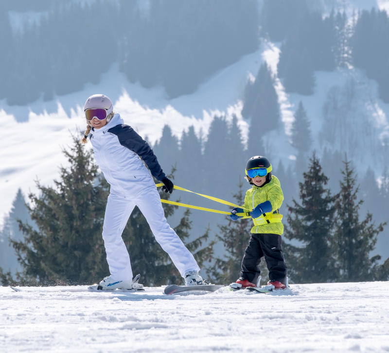 How do you use the children's ski initiation harness?