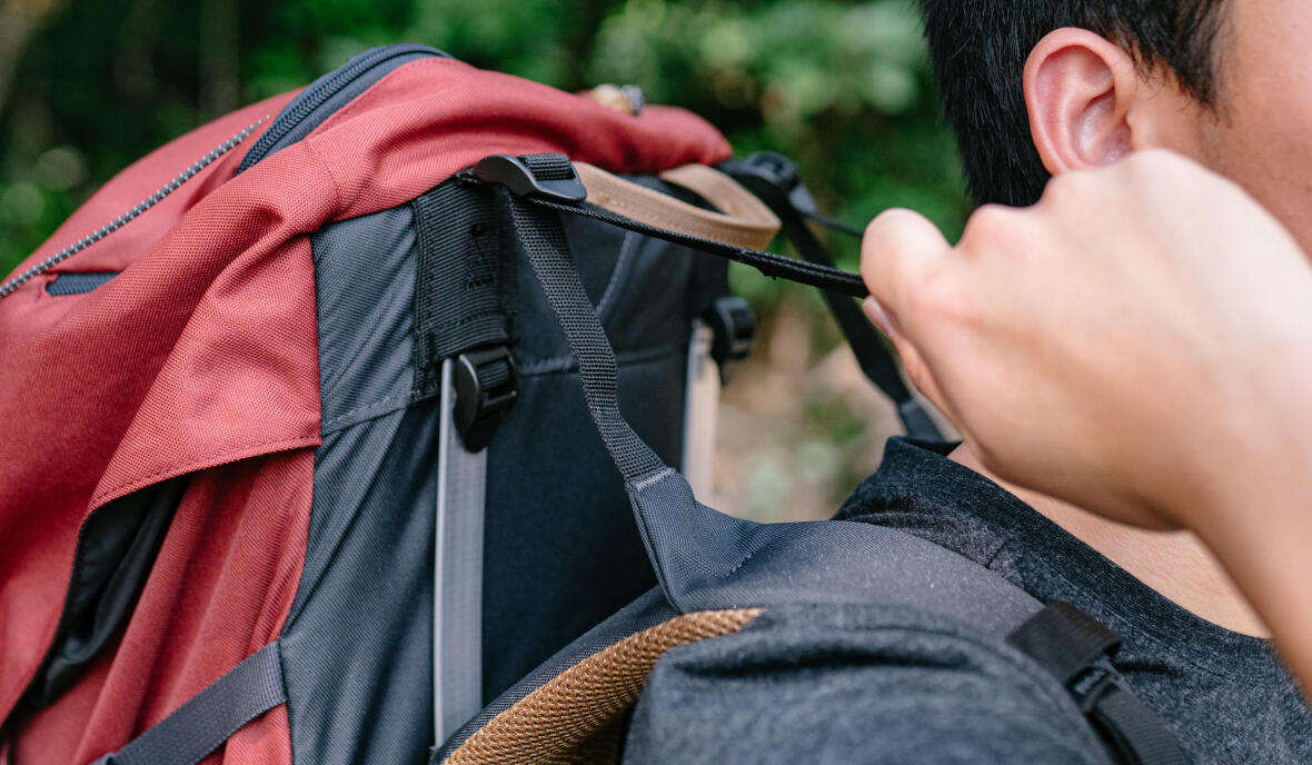 How to adjust your backpack