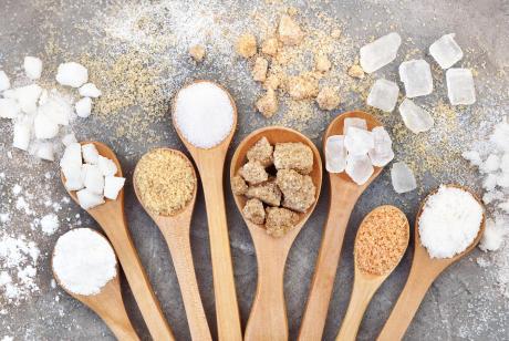 Le sucre roux est meilleur pour la santé que le sucre blanc faux