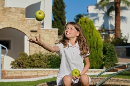 apprendre à jongler avec des pommes