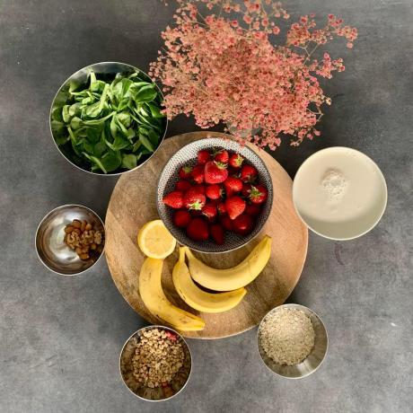 smoothie_bowl_mache_banane_fraise_ingredients_liste