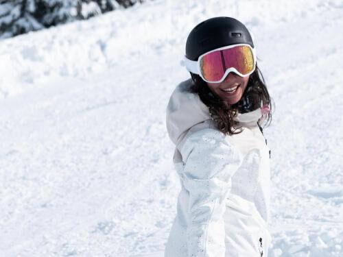 Comment accrocher ses skis ensemble