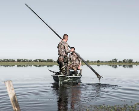 Chasser les canards en batteau