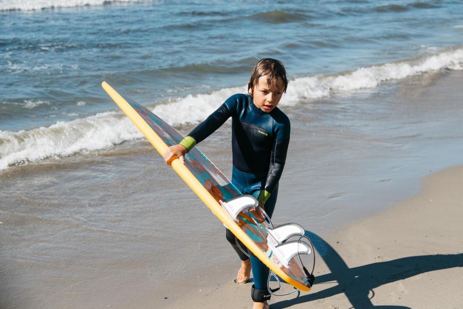 enfant-planche-de-surf-mousse