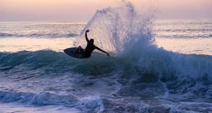 Skimboard-action-shorebreak-radbug