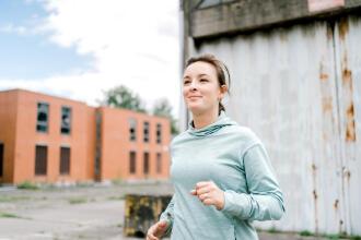 """Superwoman Annelies: """"confiance en soi grâce à la course à pied"""""""
