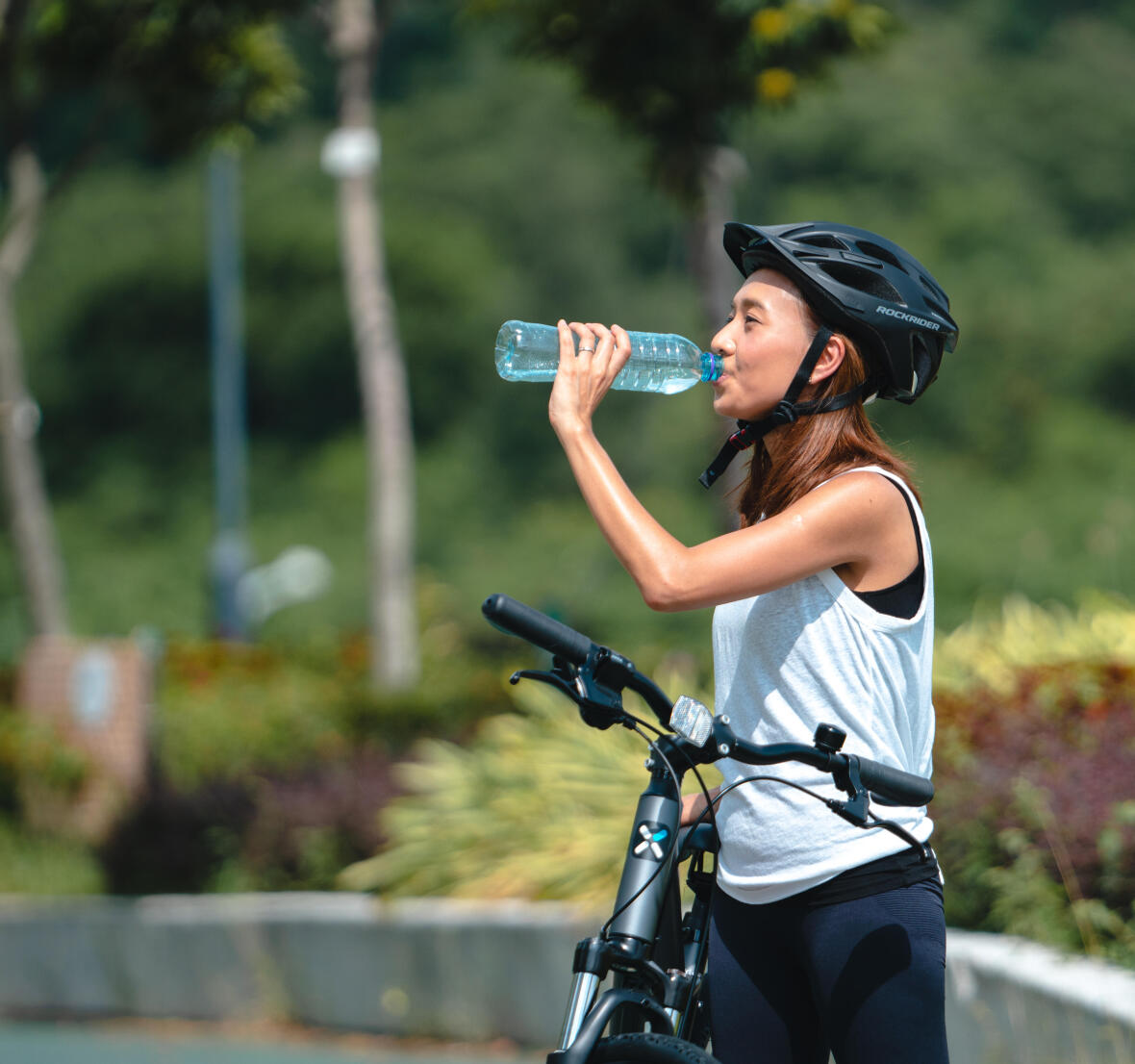 Carry enough water and drinks during cycling