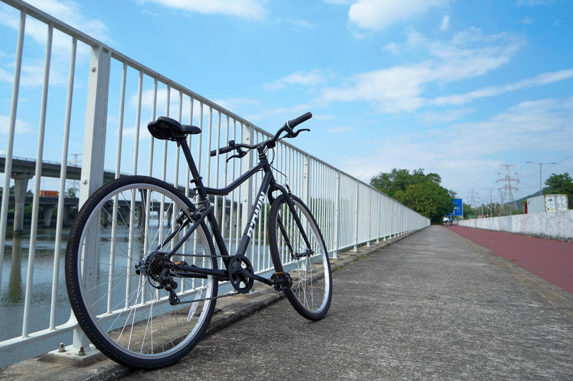 RECOMMENDED BICYCLE TYPE: HYBRID BIKE