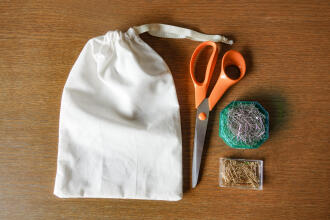 EASY POUCH TUTO: RECYCLE YOUR USED T-SHIRT