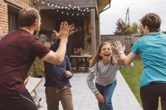 Défis sportifs : activités pour les enfants et les parents à la maison