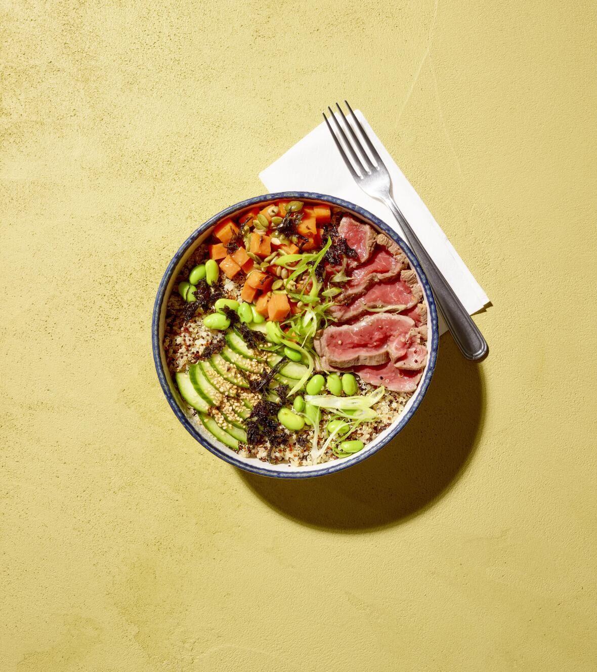 Recette Delhaize : Poké bowl au tataki de filet pur