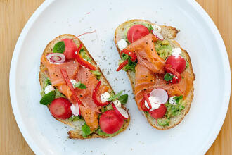 Recept delhaize: Avocado toast met gerookte zalm