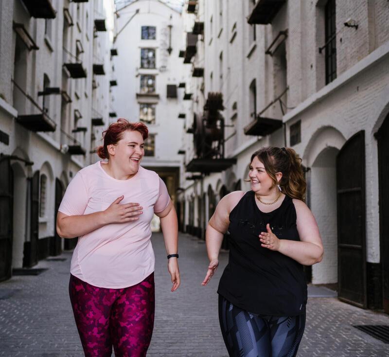 Portret Romy: jonge vrouw met een maatje meer